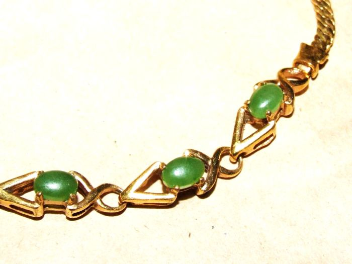 Antique 1930s - 18K YGF Delicate Chain Bracelet in Art Deco style, adorned with 3 green Jade cabochons - NO RESERVE
