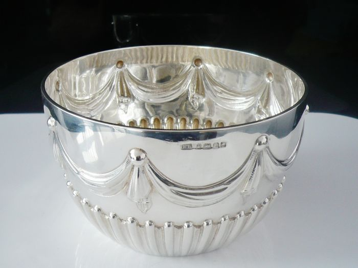 Swag & Ribbon Design Silver Bowl - Harrison Brothers & Howson (Henry Harrison) - Sheffield - 1883