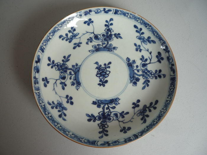 Blue / white dish with a floral décor - China - 18th century
