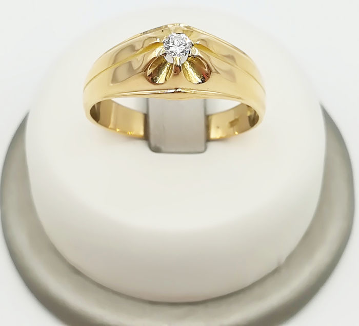 Men's solitaire ring in 18 kt yellow gold with 0.09 ct brilliant cut diamond, G/VS, size 20, weight 4.39 g