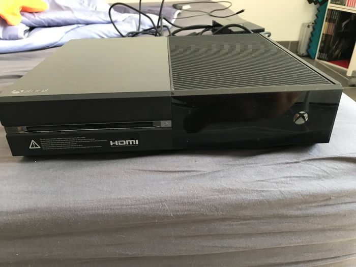 Xbox one 500 GB with 4 games
