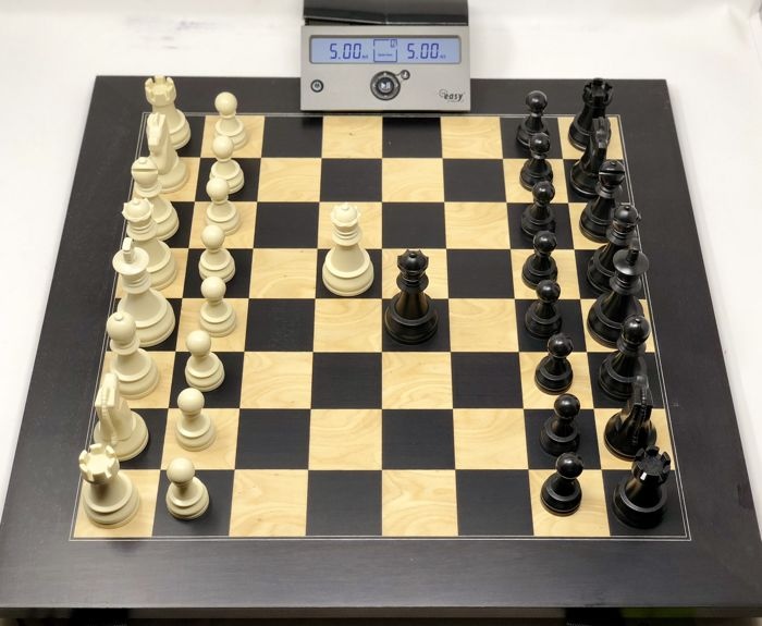 Professional weighted chess, with board and clock