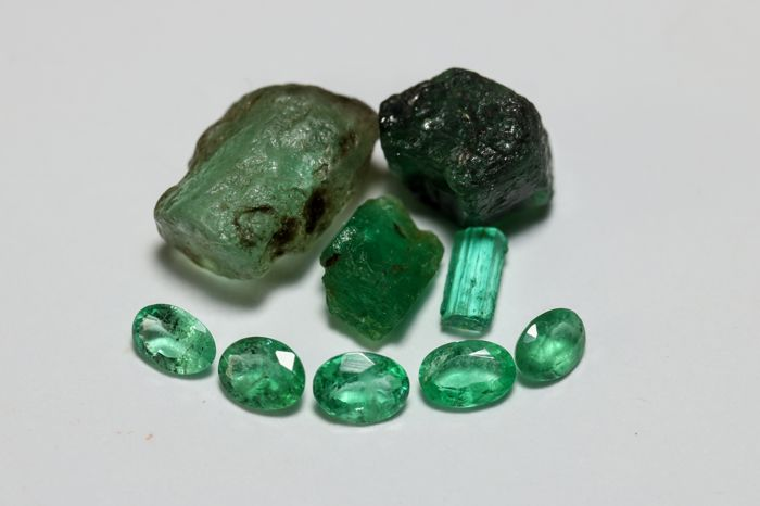 Collection of Natural Emeralds Kristalen - 4-10 mm. - 6.1 ct.