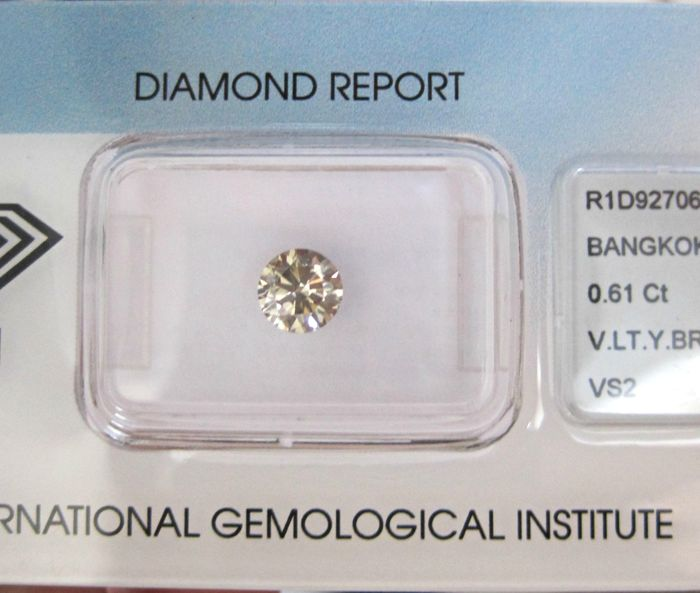 1 pcs Diamant - 0.61 ct - Brilliant - faint yellow brown - VS2