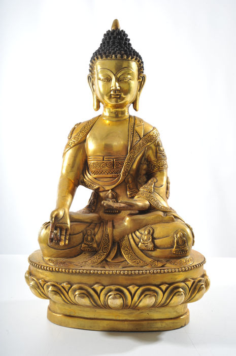 A large elaborated bronze Buddha in Meditating Position - China - 21s Century (45cm)