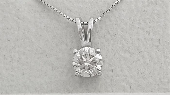 0.74 ct Round Diamond Pendant - F / VS2 - in 14 kt white gold + 14 K White Gold Chain.