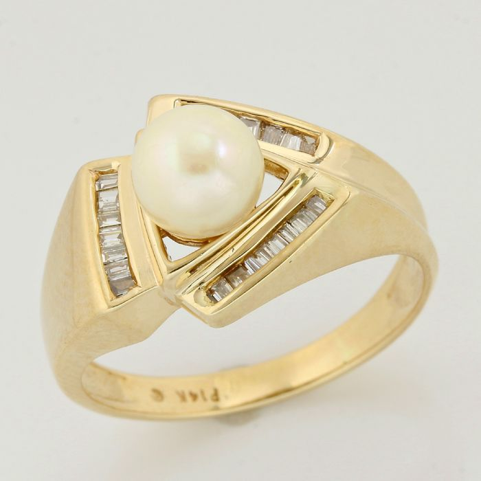 14kt yellow gold 0.25ct baguette cut diamond and 6mm Akoya Pearl ring; size 7