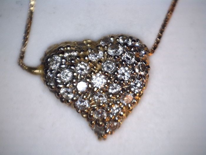14 kt yellow gold heart-shaped pendant set with diamonds in pavé on a 41.1 cm long necklace