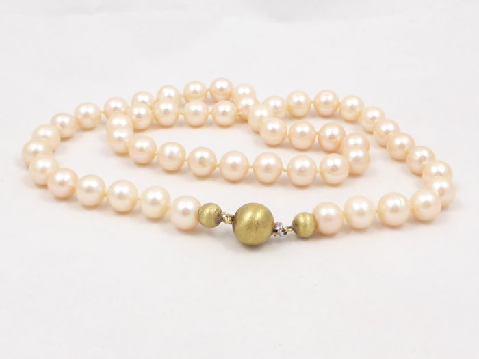 87e93c196 Salmon pink fresh water pearl necklace with a 14 kt yellow gold clasp -  pearls 8