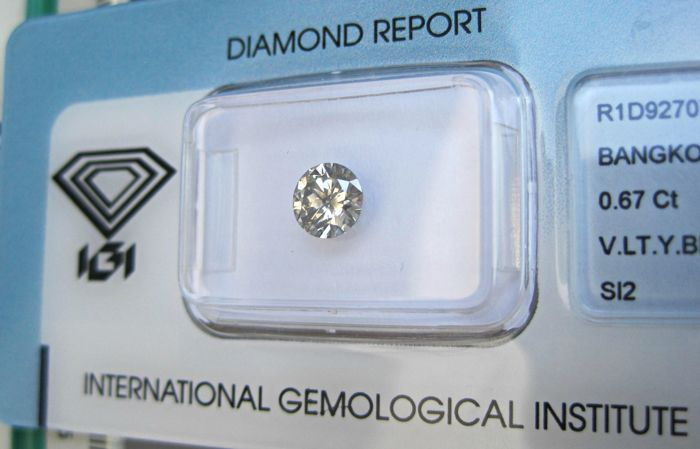 Diamante - 0.67 ct - Brillante - marrón amarillento muy claro - SI2