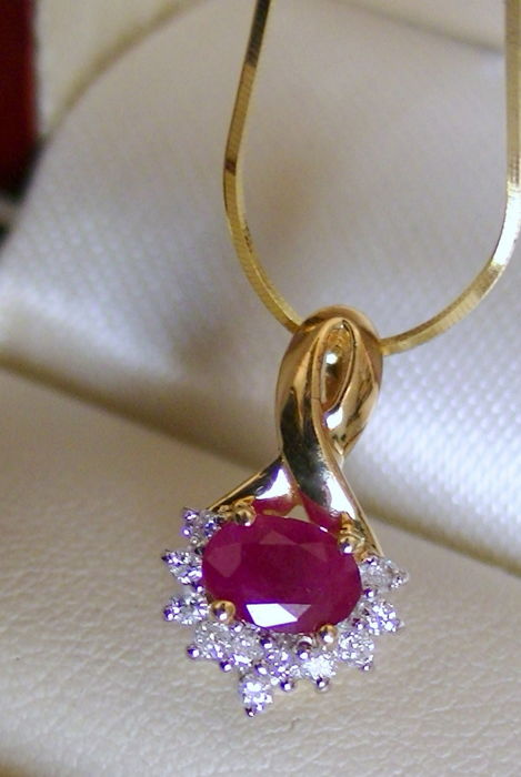 Ruby diamond pendant with 585 gold chain
