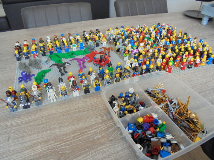 Assorted - 314 mini figures also with animals, parts and accessories