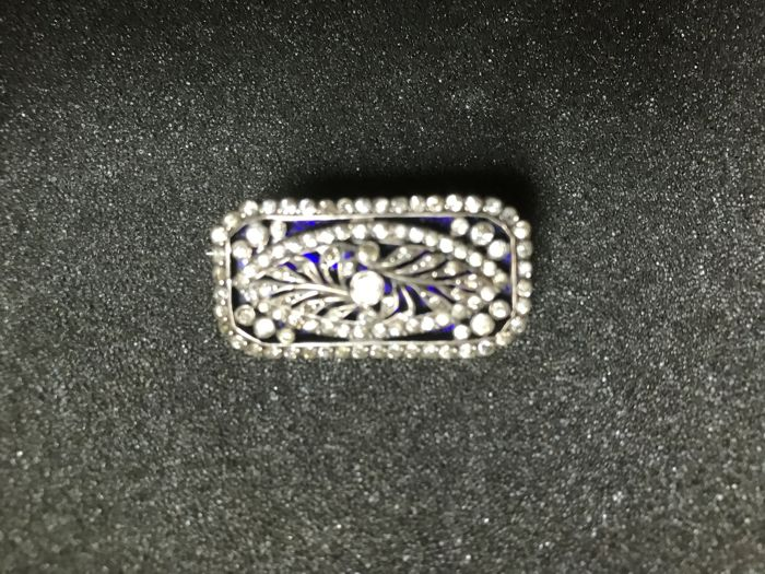 Art Deco ajour cut brooch with zircon and blue glass plate in 3D