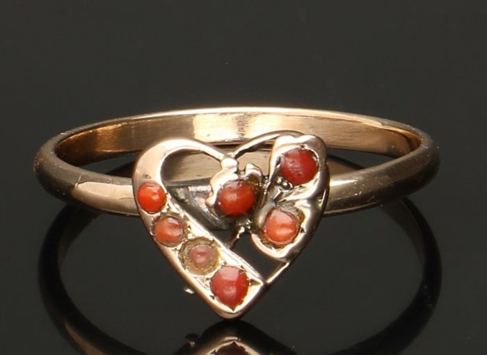 14 kt Yellow gold heart shaped ring with blood coral - ring size 17 5 mm -  Catawiki