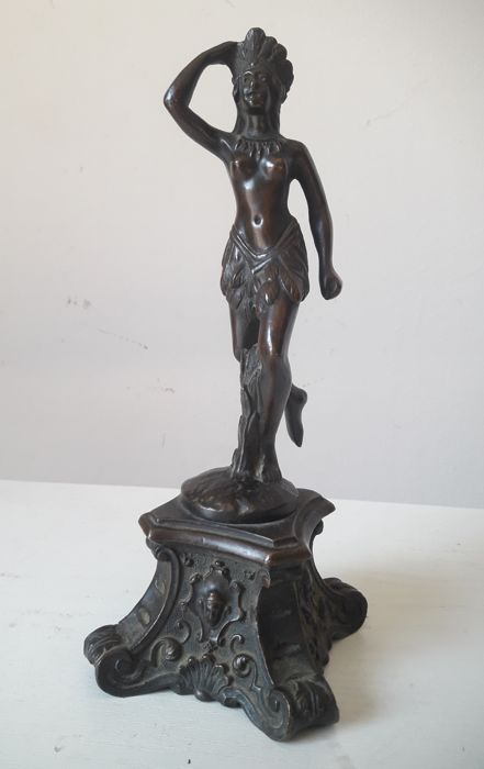 Bronze sculpture 'Donna tribale che danza' - France - 19th century