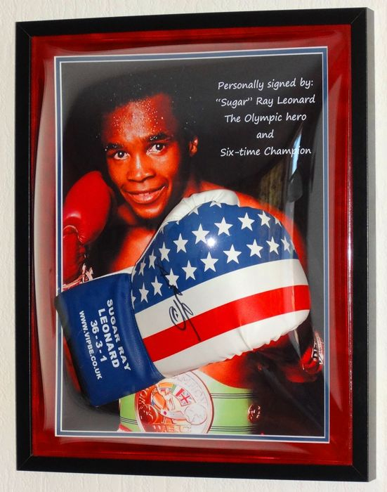 Sugar Ray Leonard origineel gesigneerde VIP bokshandschoen in Halfround Dome display + Certificate of Authenticity