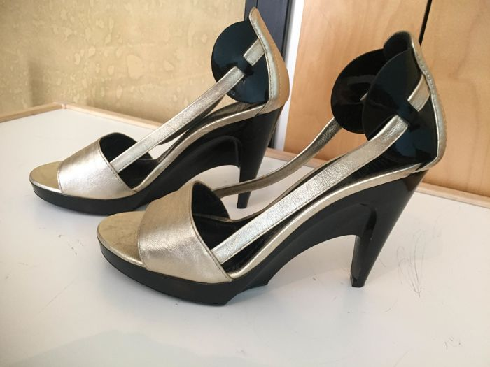 Givenchy shoes size 38/2 ** no minimun price **
