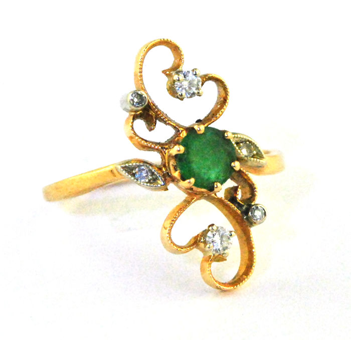 Delicate Antique Emerald (0.50-0.60ct) & Diamonds (tot. 0.12ct) set on 18K Yellow Gold - Low Reserve Price