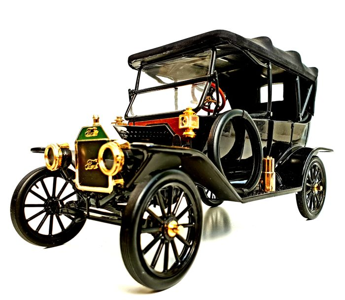 Ford Model T 1/16 Scale model - Made out of 104 different Components - With Many 24 carat gold plated parts