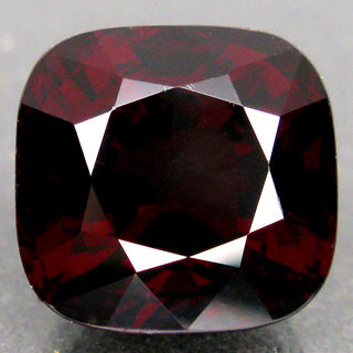 Red Spinel - 8.92 ct  .