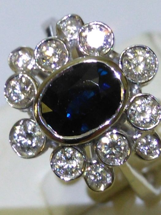 Cocktail ring in 18 kt gold with sapphire and natural diamonds totalling 1.51 ct. No reserve price