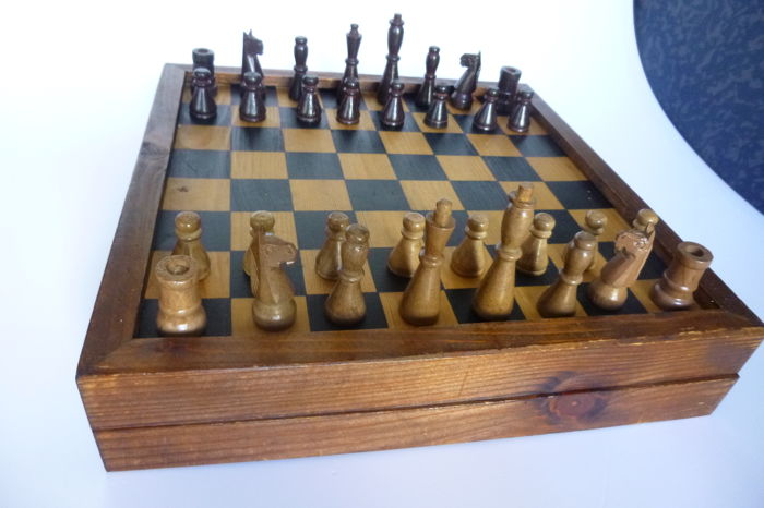 Antikes art déco type chess set from wood Germany