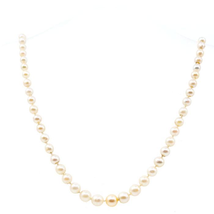 This lovely necklace feature saltwater cultured ( 3 to 7 mm) Pearls, 18K Gold lock decorated with 0.16ct (J/K SI1/2) Old Mine Cut Diamonds.