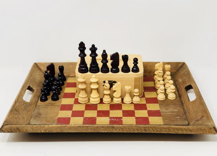 Old Staunton chess with wooden board