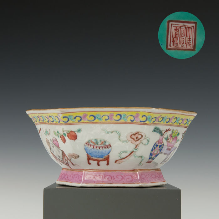 Hexagonal porcelain bowl - décor of antiquities - China - Tongzhi mark & period (1862–1874)