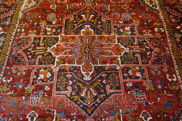 Beautiful old Heriz carpet Iran 335x240cm