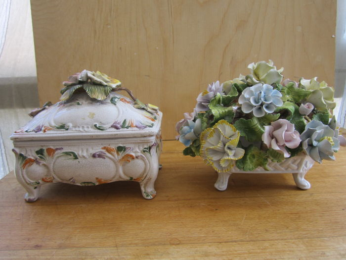 Bassano - Two ceramic jewellery box with floral arrangement