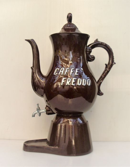 Porcelain pot for cold coffee