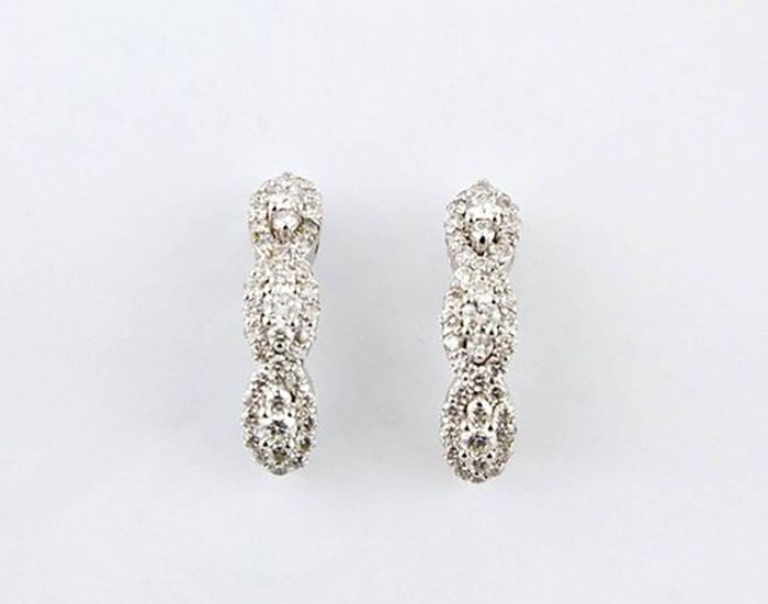 Sparkling earrings in white gold with diamonds