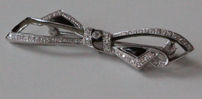 18 kt white gold brooch set with diamond, size: 12 x 49 mm