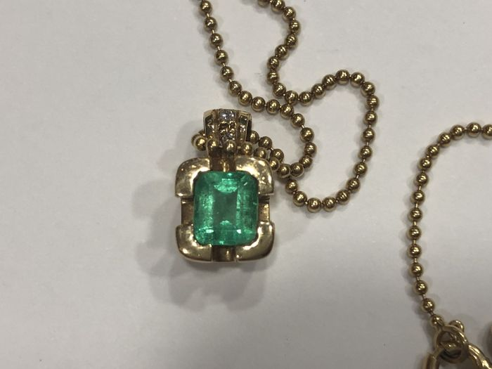 18 kt (750) gold - Gold Necklace with Emerald and Diamond Pendant - Length: 40.10 cm