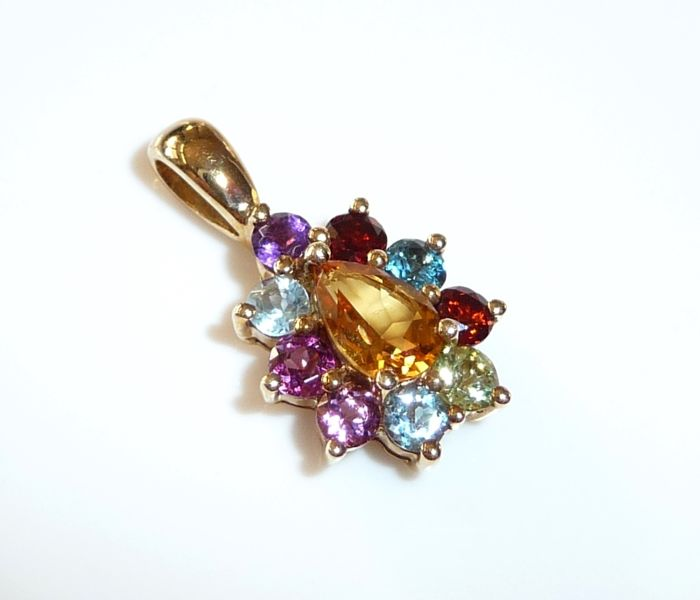 Pendant in 9 kt / 375 gold 1.7 ct. natural gemstone; no reserve price
