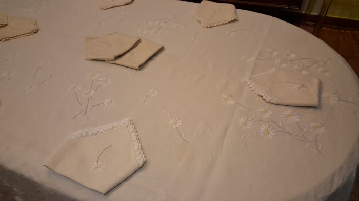 Rectangular tablecloth handmade embroidered with daisies - 100% linen - 11 napkins - 270 x 160 cm
