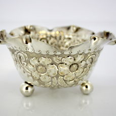 Antique Victorian silver plated sugar bowl with decorative floral engravings, by George Bowen & Son, Birmingham Ca 1880