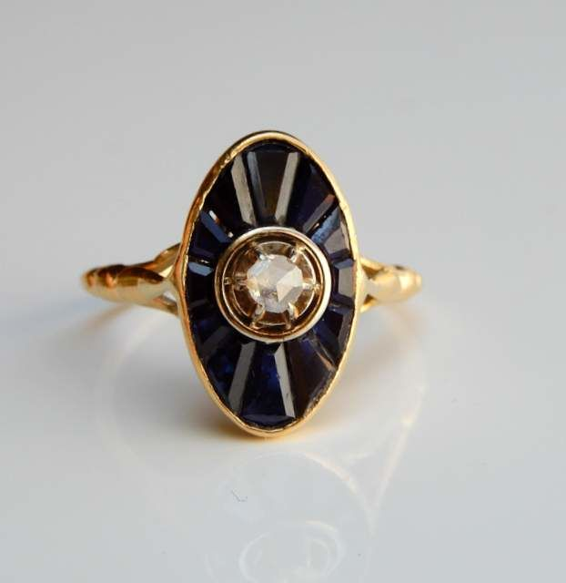 Ring with diamond on platinum and 12 calibrated Verneuil sapphires on 18 kt yellow gold