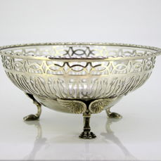 Antique silver plate fruit bowl, by Walker & Hall, Made in Sheffield 1920 - c. 1930