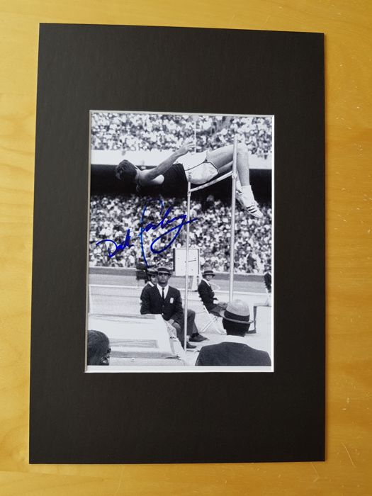 "Dick Fosbury - Invertor ""legendary Fosbury Flop"" - Olympics mexico 1968 - hand signed photo in professional passepartout + COA"