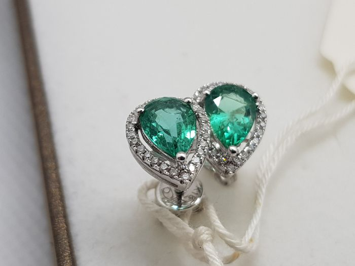 Emerald-diamonds earrings 750 white gold