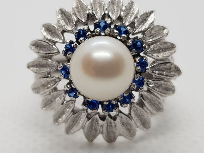 Salt water Pearl 7,5 mm & 0.33 ct Sapphire ring