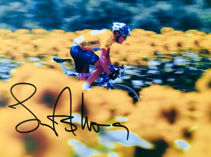Lance Armstrong - Authentic & Signed Autograph in Professional Photo ( 20 x 25 cm ) - with Certificate of Authenticity
