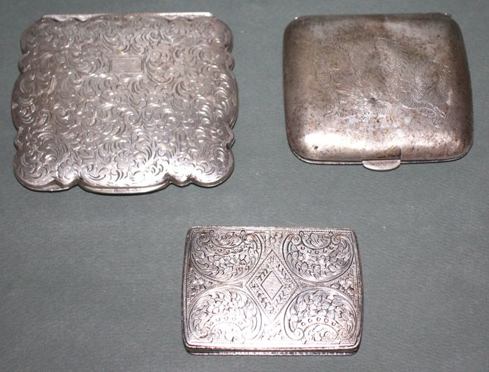 Lot of 3x silver pieces: 1x powder compact and 2x boxes - Italy, early 20th century
