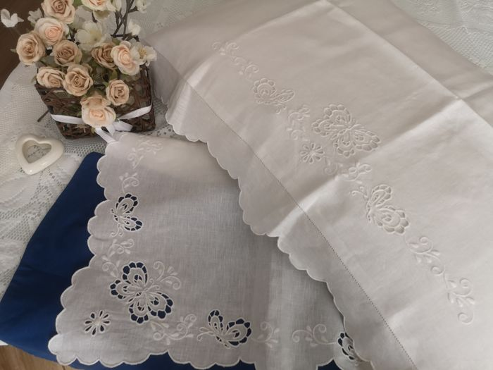 A true masterpiece! Spectacular 100% pure linen double bed sheet with cutwork butterflies and satin stitch embroidery