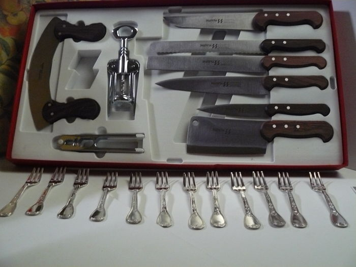 Svanera set for 21: 9 kitchen pieces, knives and utensils - 12 forks - new, with original cardboard case - made in Italy