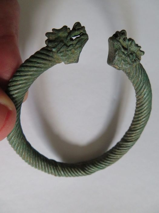 Chinese/Mongolian Culture Bronze bracelet with dragon heads decoration - D : 76 mm - (1)