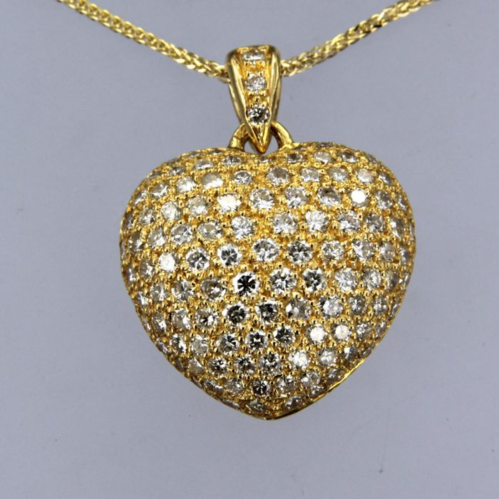14 kt yellow gold necklace with an 18 kt yellow gold pendant in the shape of a heart, set with 115 brilliant cut diamonds, approx. 3.00 carat in total - necklace length 44 cm