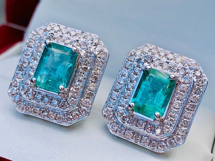 18k 750 White Gold Earrings with total 3.42ct beautiful colour Emerald and Diamonds - 4,911gr